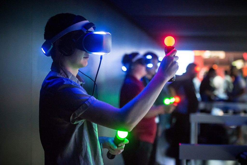 . Chris Weil tries Sony\'s PS4 Project Morpheus virtual reality headset at the Electronic Entertainment Expo in Los Angeles on Tuesday, June 10, 2014. (Photo by Watchara Phomicinda)