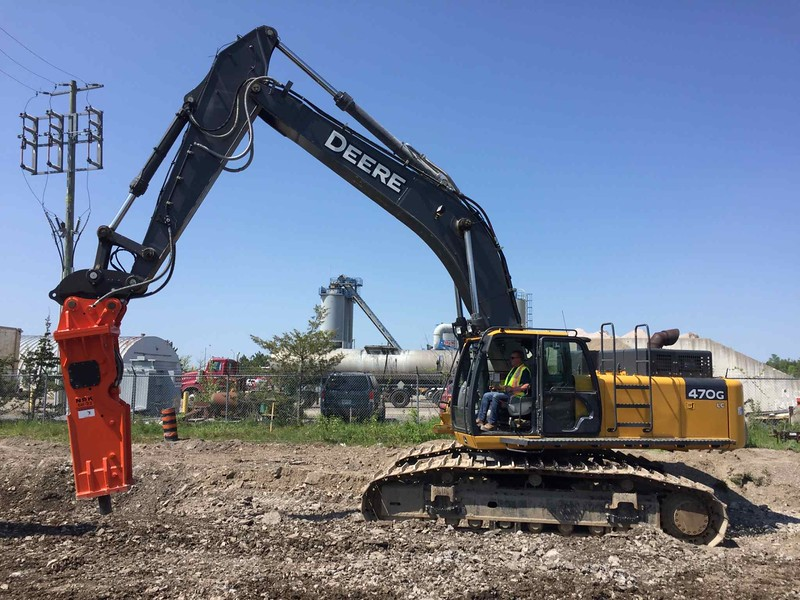 NPK GH23 hydraulic hammer on Deere excavator - Ottawa  May 2018 (2).jpg