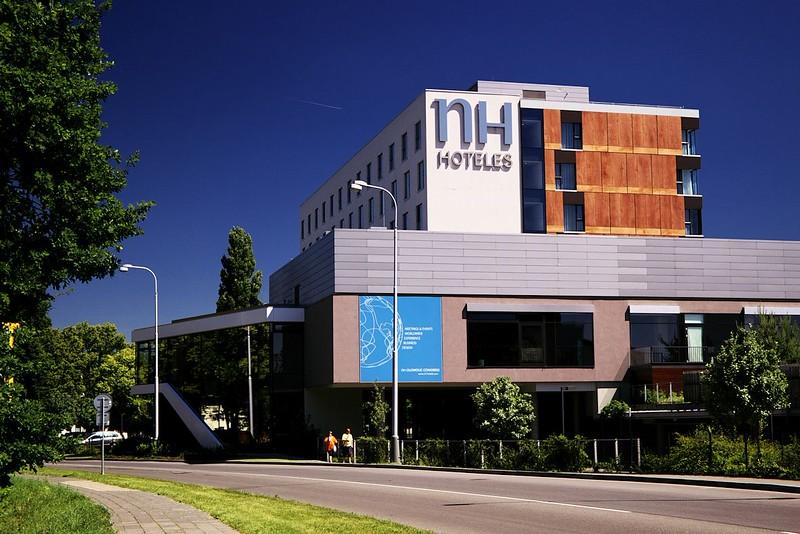 """NH Hoteles, šestá a poslední budova celé akce. Nevím proč, ale organizátoři ve všech materiálech vytrvale místo """"hoteles"""" psali """"hotels""""..."""