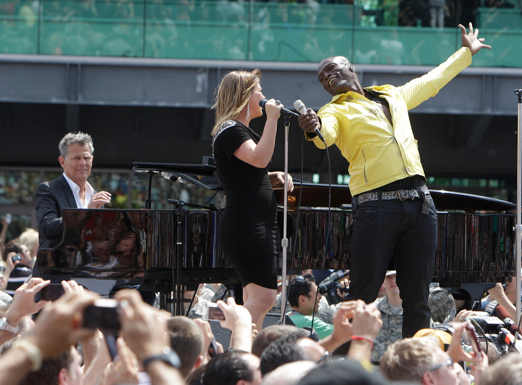 . Singers Seal and Kelly Clarkson sing the national anthem accompanied by pianist David Foster before the Indianapolis 500 auto race at the Indianapolis Motor Speedway in Indianapolis, Sunday, May 29, 2011. (AP Photo/Jeff Roberson)
