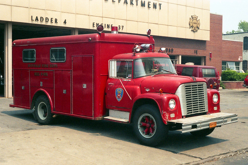 BUFFALO FD  RESCUE 1 SPARE  1968  IHC LOADSTAR - READING.jpg