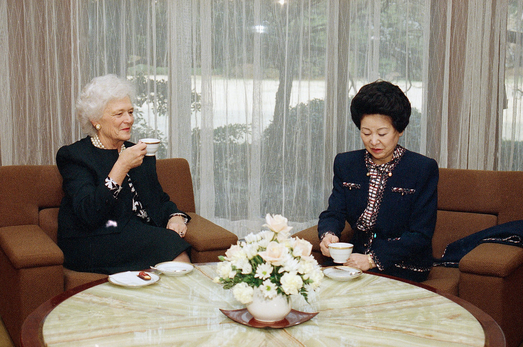 . U.S. first lady Barbara Bush, left, meets with Japan\'s first lady Mrs. Naoko Takeshita at the prime minister\'s residence, Thursday, Feb. 23, 1989 in Tokyo. Mrs. Bush is in Tokyo with President Bush to attend the funeral of Emperor Hirohito. (AP Photo/Ron Edmonds)