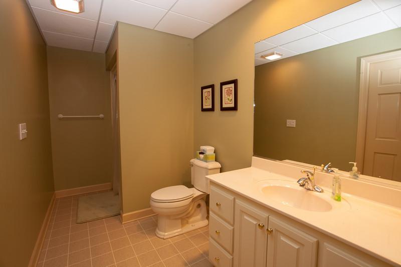 Guest Bathroom_2.jpg