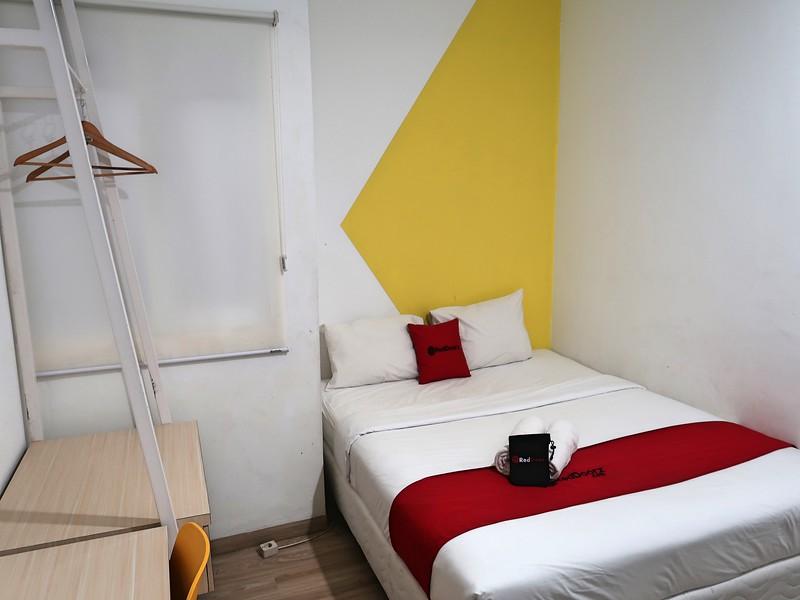 IMG_2749-reddoorz-bed.jpg