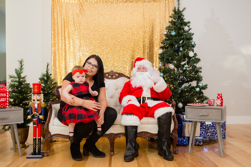 FADS Picture with Santa-161.jpg
