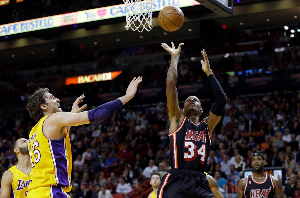 . Miami Heat guard Ray Allen (34) shoots against the Los Angeles Lakers  during the first quarter of an NBA basketball game in Miami, Thursday, Jan. 23, 2014. (AP Photo/Alan Diaz)