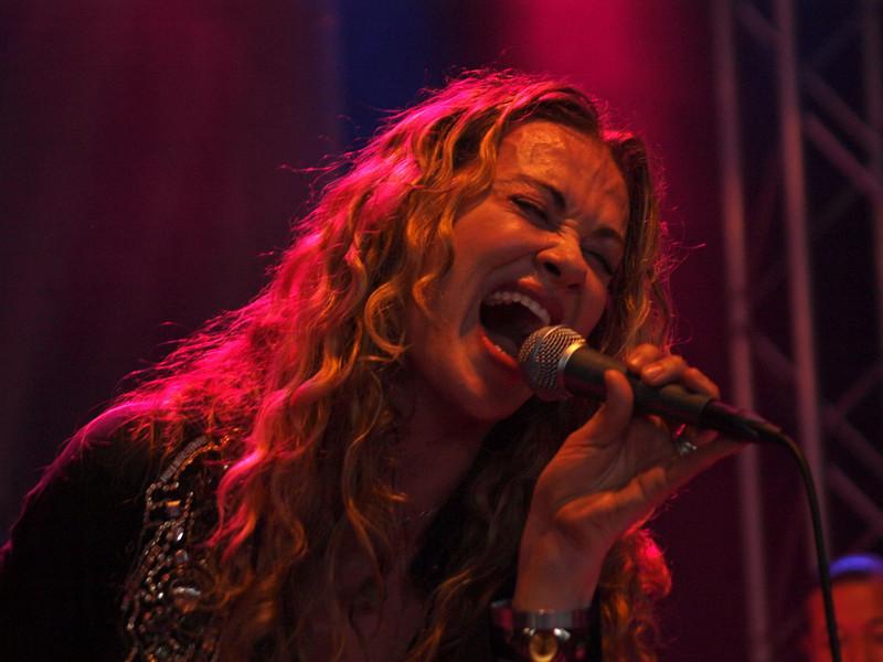 Dana Fuchs Band Ribs & Blues Raalte 31-05-09 (10).jpg