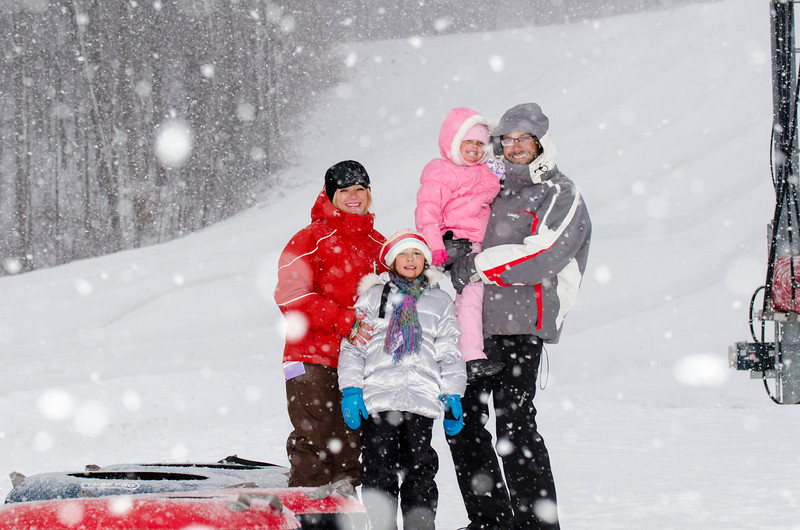 Opening-Day-Tubing-2014_Snow-Trails-71065.jpg