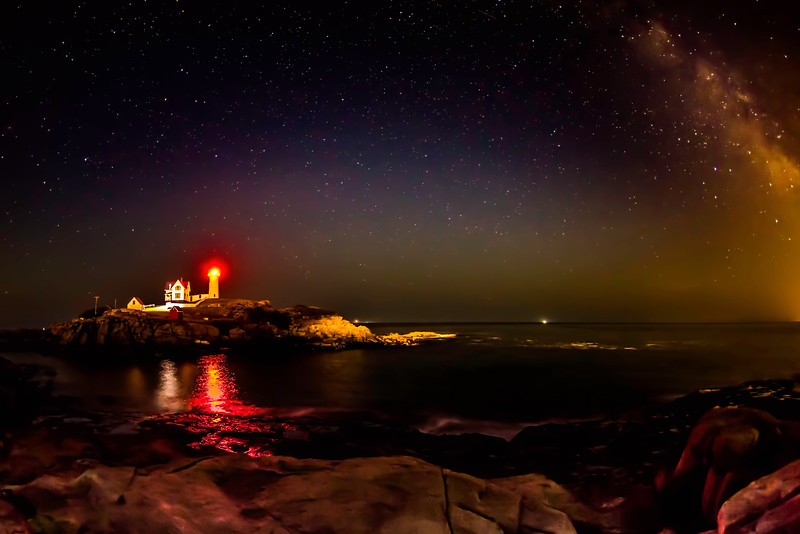 NUBBLE POINT LIGHT AT NIGHT