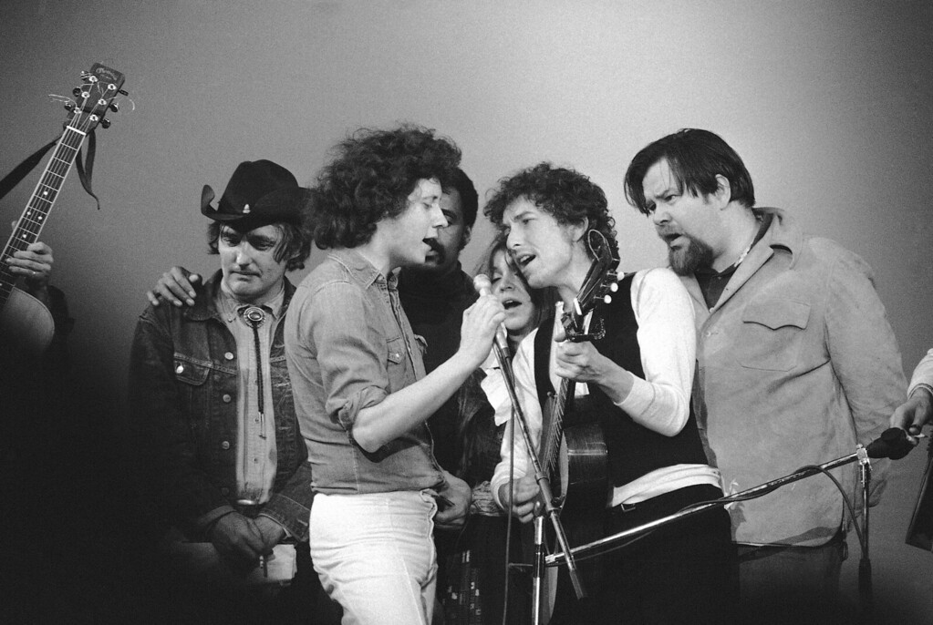 . Bob Dylan and others sing at a benefit at Madison square garden in New York on May 9 , 1974, in honor of the late Chilean President Salvador Allende, show, from left, are: actor Dennis Hopper, Arlo Guthrie, film director Melvin Van Peebles (behind Guthrie), Melanie, Dylan and Dave Van Ronk. (AP Photo/Ray Stubblebine)