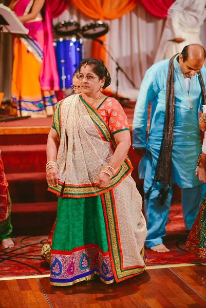 Charmi & Abhi Garba (204 of 578).jpg