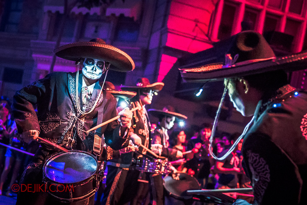 Halloween Horror Nights 6 Final Weekend - March of the Dead / Ensemble drummers