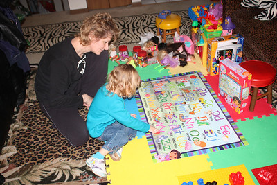 20110114 Sophia and Mimi -Dora Puzzle