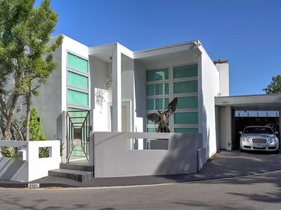 Modern Hollywood Retreat