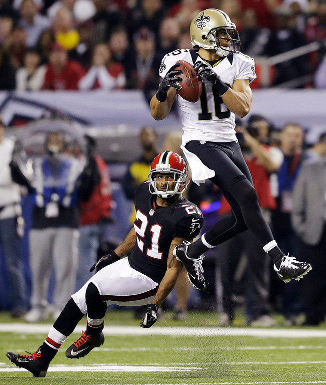 . New Orleans Saints wide receiver Lance Moore (16) makes a catch in front of Atlanta Falcons defensive back Chris Owens (21) during the first half of an NFL football game, Thursday, Nov. 29, 2012, in Atlanta. (AP Photo/David Goldman)