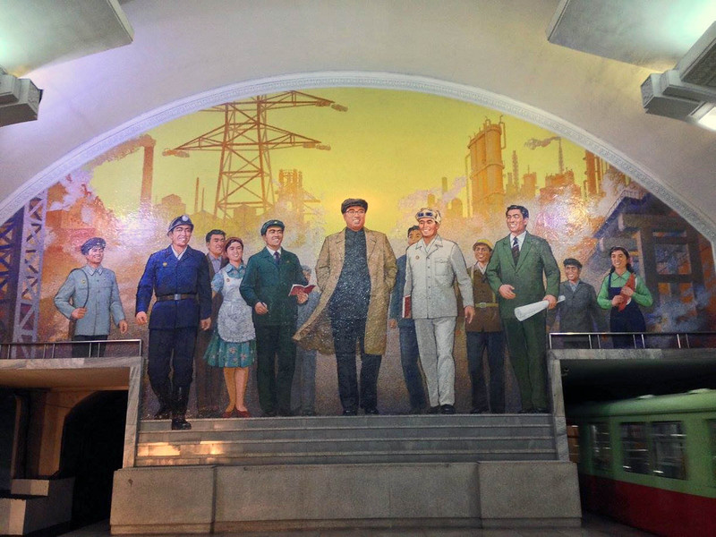 Mosaic in the Pyongyang Metro.jpg