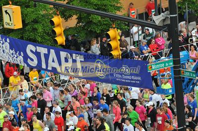 5K Heat B Start - 2012 Fifth Third River Bank Run