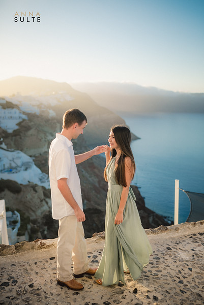 Santorini-photographer-Anna-Sulte-Photoshoot-greece-photo-session-sunrise.jpg