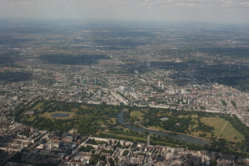Kensington Gardens (left) and Hyde Park (right).