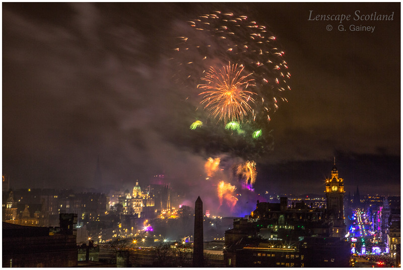 Fireworks over Edinburgh Castle from Calton Hill (15)