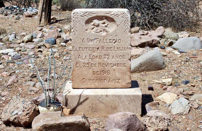 Grave marker of Eleuteria DeLujan at the Pinal Cemetery (2018)