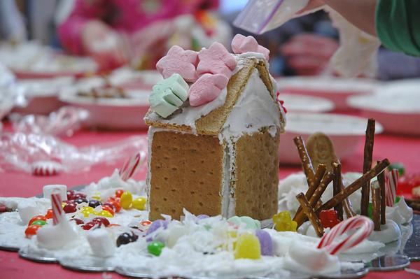 2011/12 - ECDS Preschool Gingerbread Party