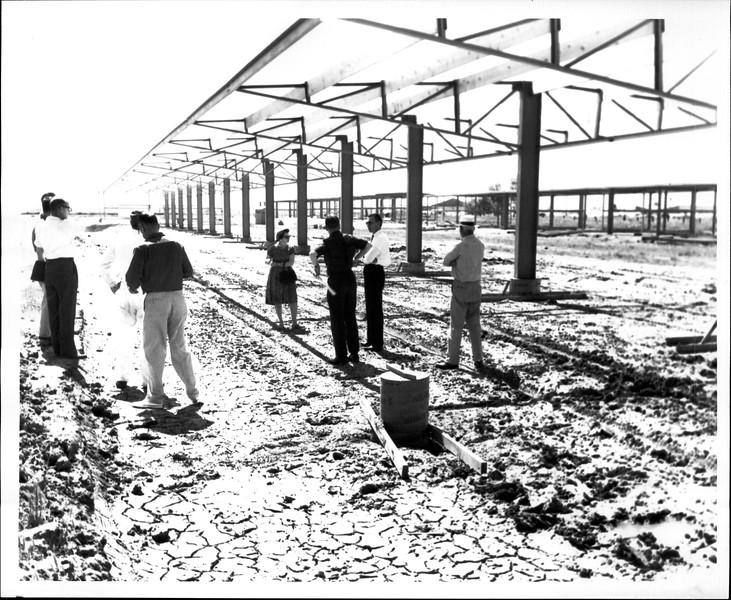 1965 06-07 RHV Hangar Const 07.jpg