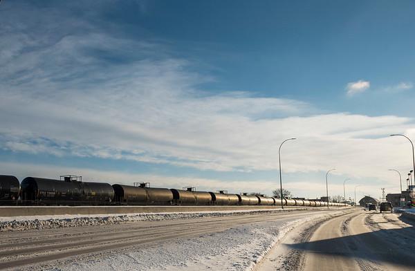 DAVID LIPNOWSKI / WINNIPEG FREE PRESS  Oil tank train cars along Donald Street Thursday December 27, 2018.