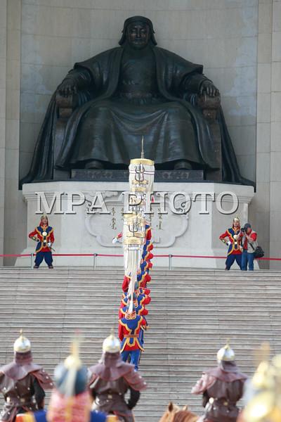 Монгол Улсын Төрийн тугийг цэнгүүлэх ёслол
