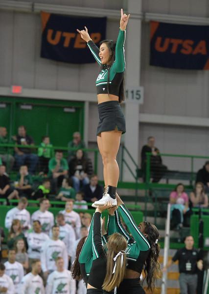 cheerleaders3453.jpg
