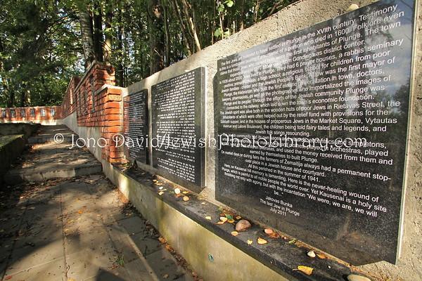 LITHUANIA, Plunge. Kaushenai mass grave and memorials. (9.2011)