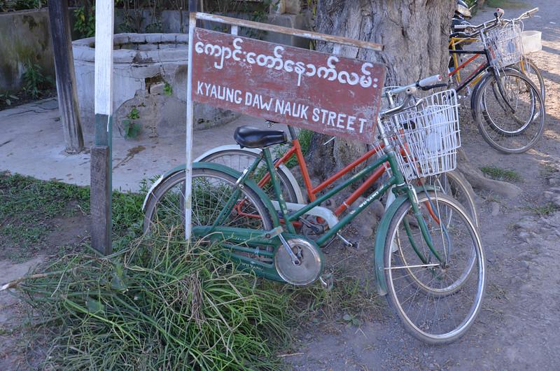 DSC_4240-kyaung-daw-nauk-street.JPG