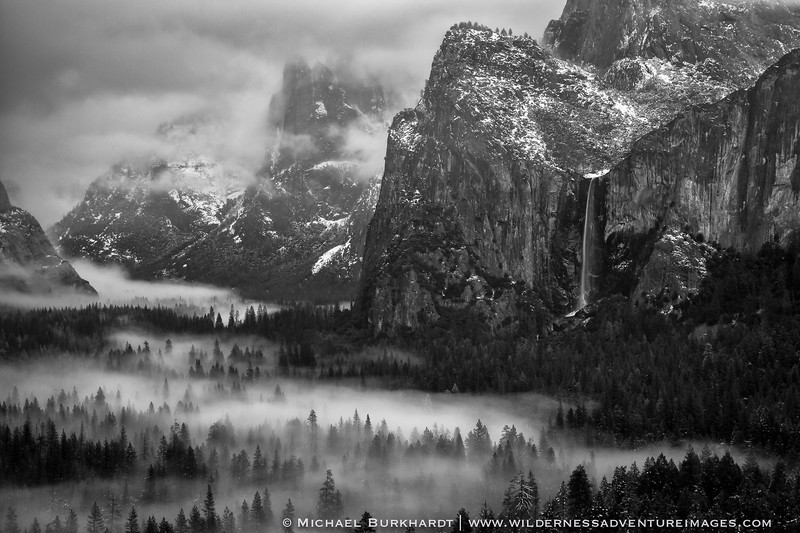 Yosemite_NP_Valley_and_Bridalveil_Falls_Black_and_White_485.jpg