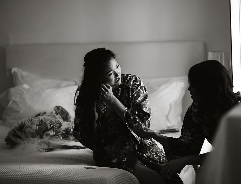 Tu-Nguyen-Destination-Wedding-Photographer-Santorini-Rocabella-Hotel-Euna-Ehsan-120.jpg