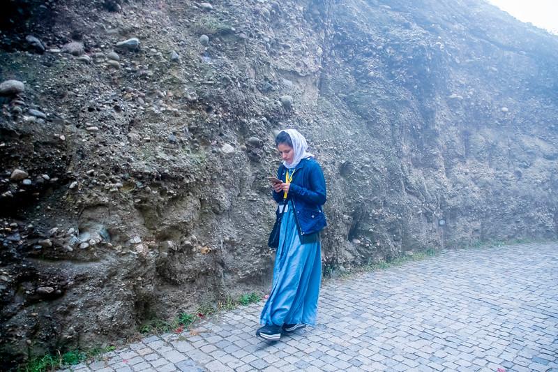 מאמינה ביציאה מהמנזר במאורה.jpg