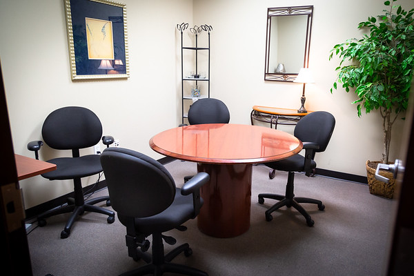 YourOffice: Small Meeting Room
