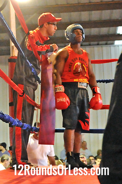 Bout 5 Emmanuel Williams Jr., King's Gym -vs- Maurice Clark, Raul Torress BA 178 lb Novice