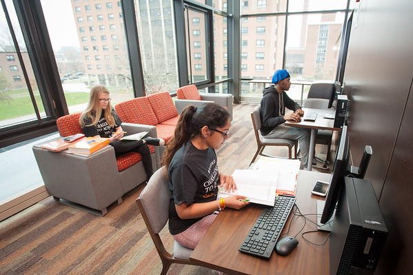 11/27/18 Honors Students in Bishop Hall