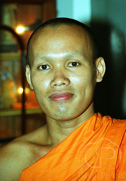 Monk_in_Colombo_Sri_Lanka.jpg