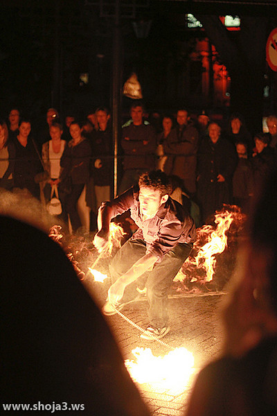 Earth Hour 2010 - Highly Flammable Performance A great fire performance by Highly Flammable during Earth Hour at the Octagon, Dunedin NZ.