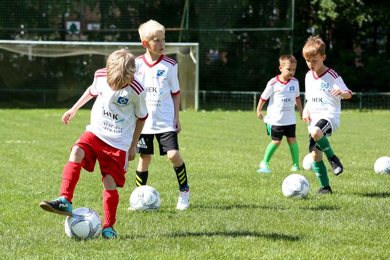 hsv_fussballschule-066_48048029142_o.jpg