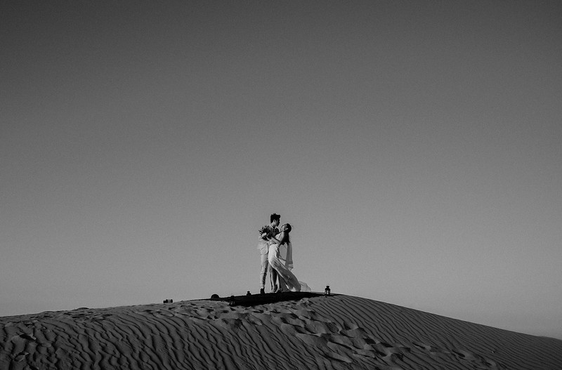 Tu-Nguyen-Destination-Wedding-Photographer-Morocco-Videographer-Sahara-Elopement-473.jpg