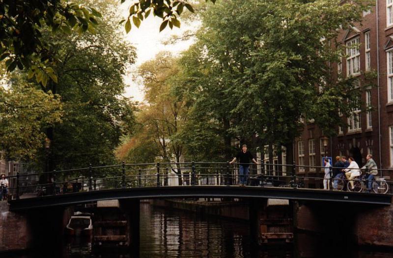 06.AmsterdamBridge.jpg