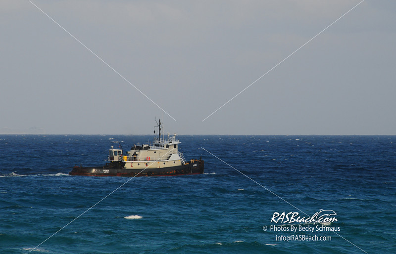 20090424Beach_Boat-34.JPG