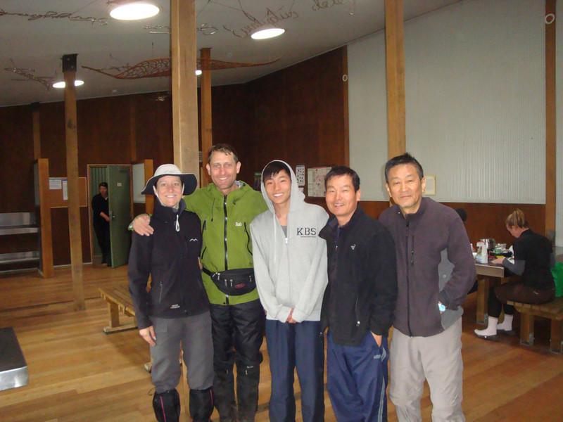 Bert Nichols Hut - JdeB, AK, Sojin, Paul & Richard.JPG