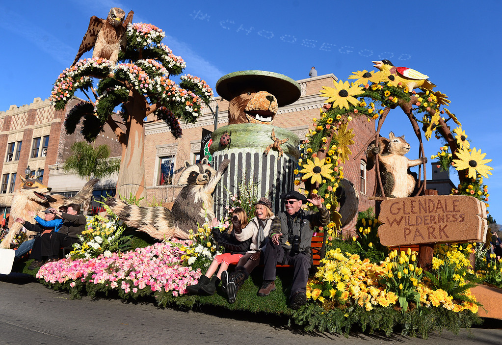 ". The City of Glendale\'s ""Let\'s Be Neighbors\"" float heads down Colorado Boulevard during the 125th Rose Parade in Pasadena, CA January 1, 2014. (Photo by Sarah Reingewirtz/Pasadena Star-News)"