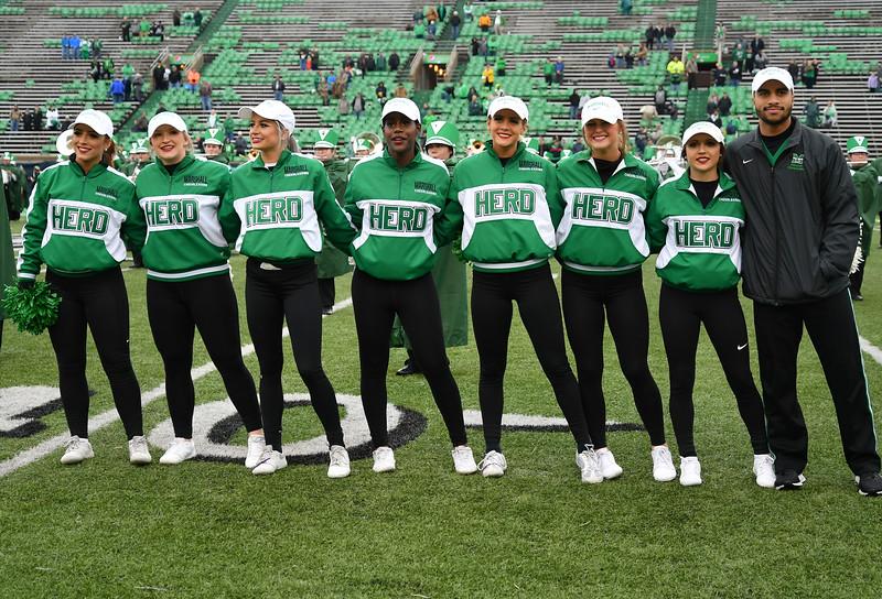 cheerleaders0101.jpg