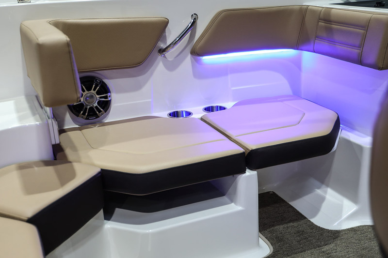 2020-SPX-190-Outboard-Europe-port-seat-1.jpg