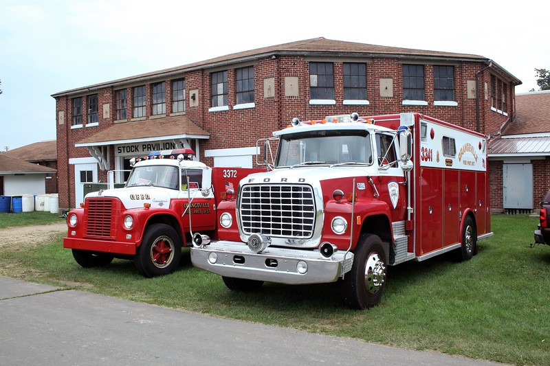 ORANGEVILLE FPD TANKER 3372 AND SQUAD 3314  AT MONROE FIRE SCHOOL  2009.jpg