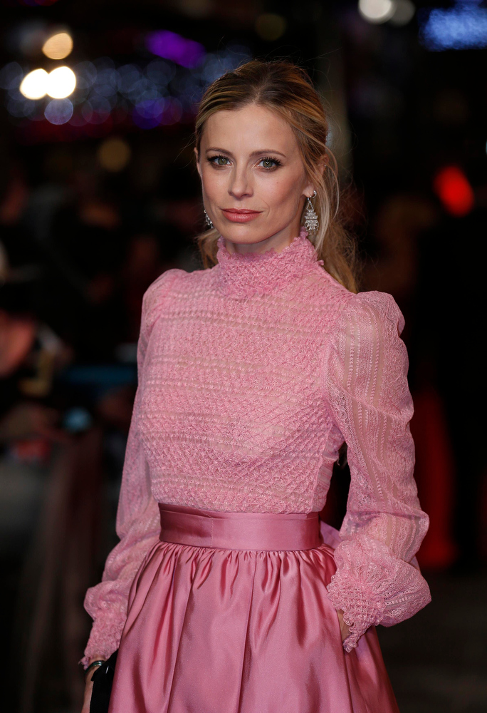 ". Model Laura Bailey arrives for the world premiere of ""Les Miserables\"" in London December 5, 2012. REUTERS/Suzanne Plunkett"